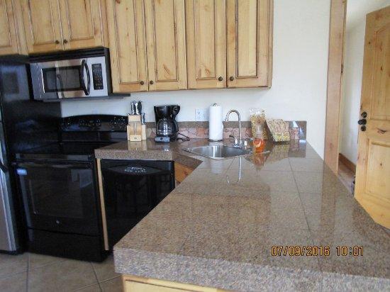Stone Canyon Inn: Kitchen