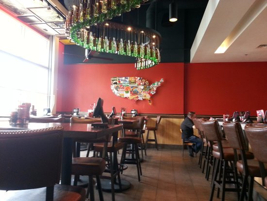 Norridge, IL: Dining area & bar at Red Robin