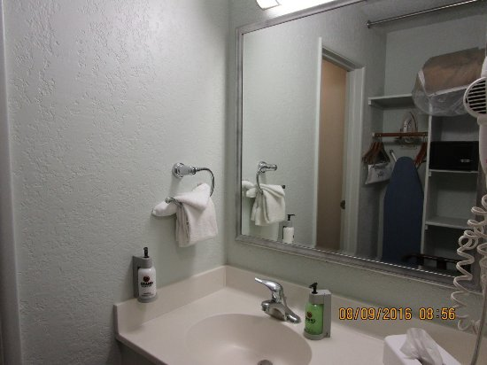 Yavapai Lodge: Bathroom