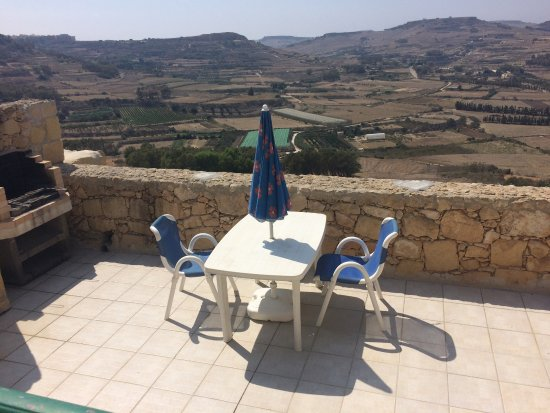 Xaghra, Malta: barbecue and terrace with view