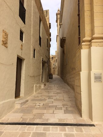 Xaghra, มอลตา: streets of the citadella