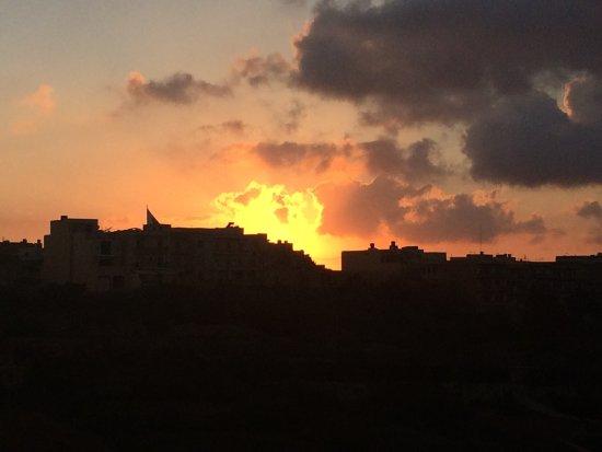 Xaghra, มอลตา: looks like the sun is on fire.lol