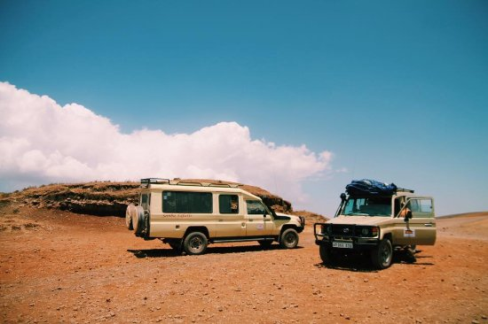 Arusha Region, Tanzanya: Our two safari jeeps