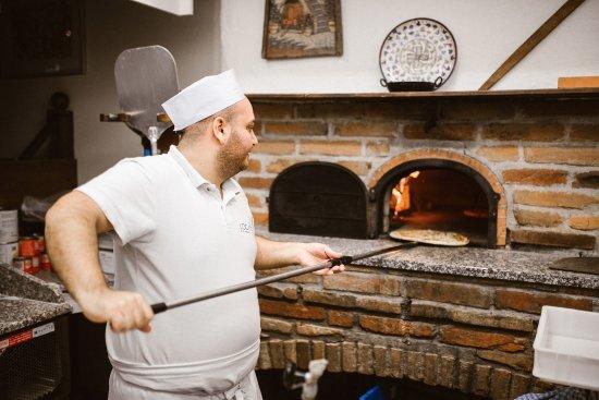 Wels, ออสเตรีย: Locanda da Charlie - echte italienische Pizza aus dem Steinofen