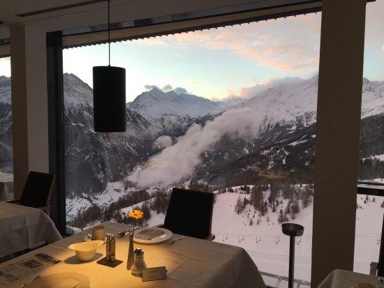 Hochsolden, Østrig: Restaurante mit Blick zur Piste und ins Tal