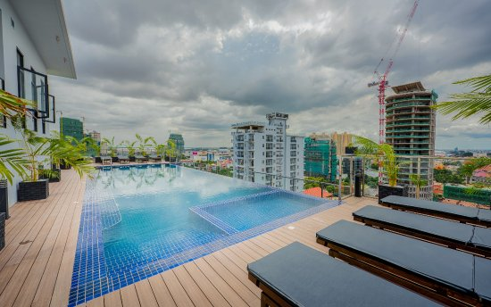Rooftop Swimming Pool Picture Of Mansion 51 Hotel Apartment Phnom Penh Tripadvisor