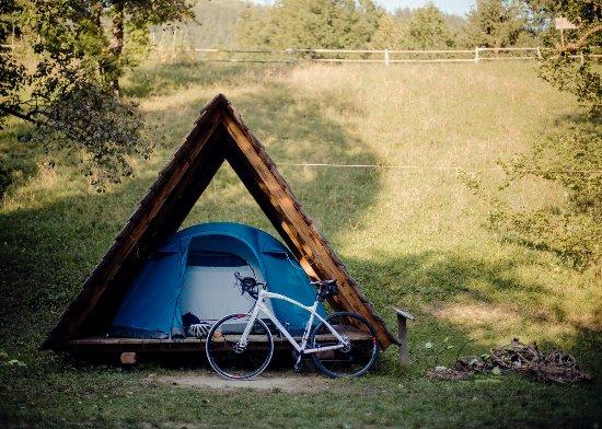 Ljubno, Słowenia: Our Kočura hut with tent and bedding