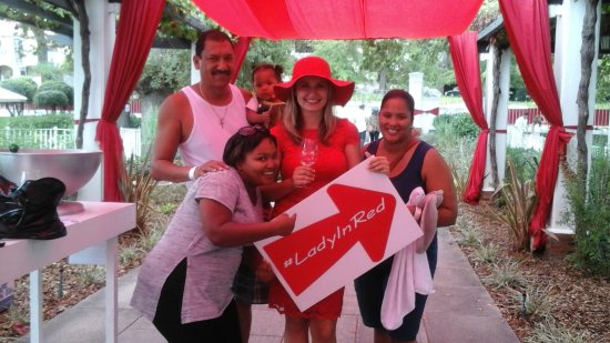 Paarl, África do Sul: The lady in Red
