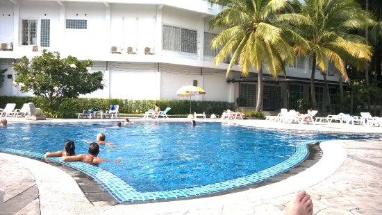 Welcome Plaza Hotel: Бассейн