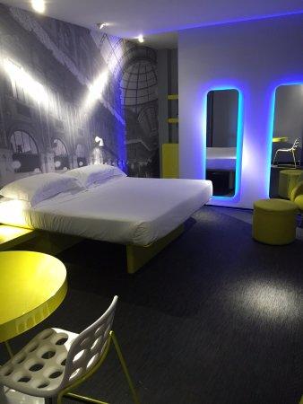 TH Street Duomo : Room at TH Street Milano Duomo, Via Santa Radegonda 14, Milan