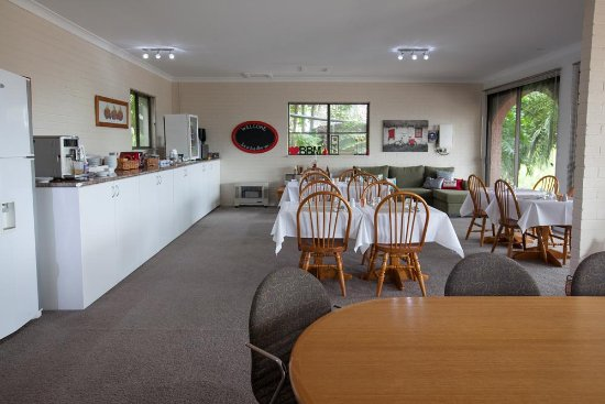 Batemans Bay Manor - Bed and Breakfast: Separate dining room