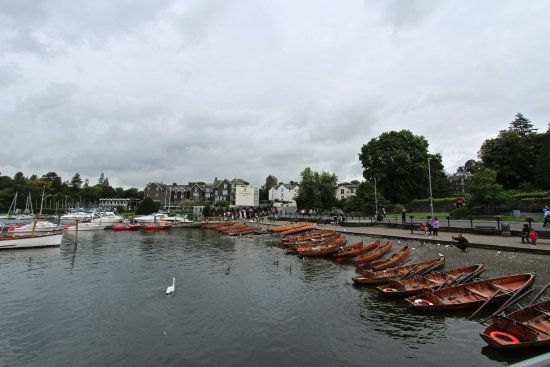 Windermere Lake Cruises: arriving Bowness