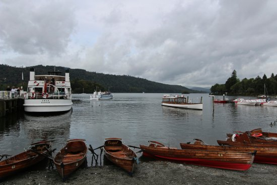 Windermere Lake Cruises: Bowness on shore