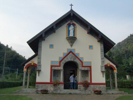 Bee, Itália: kleine Kapelle beim Hotel