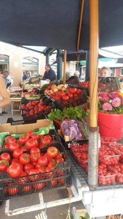 Island Hotel Istra: Fruit market in Rovinj