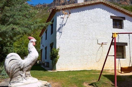 Yeste, Spagna: Panorámica de la casa Camaretas 2 desde la zona de columpios