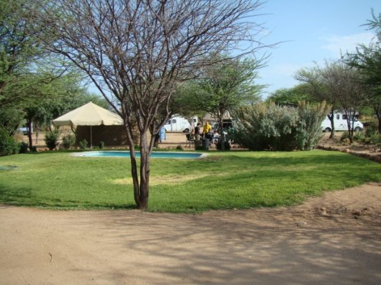 Okahandja, Namibia: Swimming pool for our overnight guests, and a huge campsite for larger groups as well.