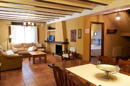 Yeste, Spagna: Salón-comedor de la casa Camaretas 1