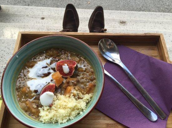 Oberwart, Østerrike: Kürbis-Linsen-Curry mit faschierten Laibchen
