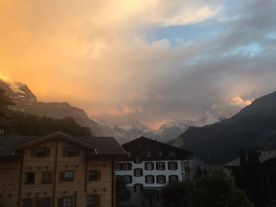 Hotel Baeren: Snow capped Alps