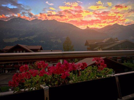 Hotel Baeren: Sun setting in Wengen
