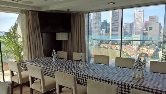 Peninsula Excelsior Hotel: Club dining