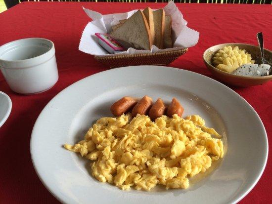 Antanue Spiritual Resort & Spa: 朝食。この時のパンが固かった・・・。