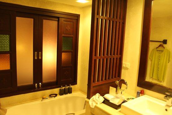 The Rim Resort: la bañera.