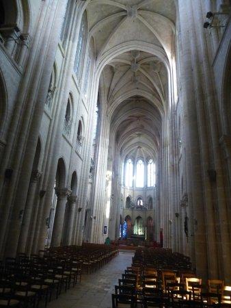 Senlis, Frankrike: La nef