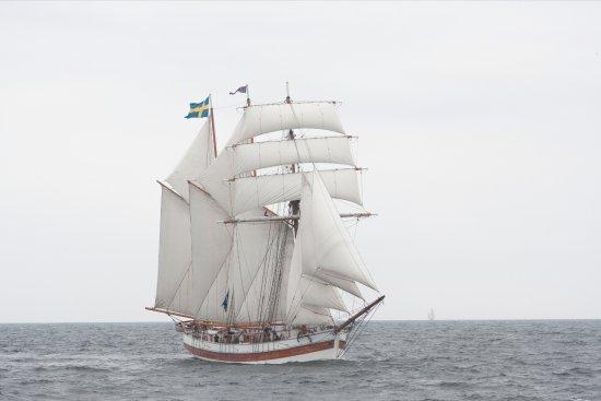 Gamleby, Sverige: För fulla segel med Skonaren Vega!