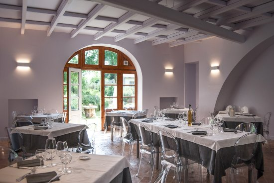 Lubriano, Italien: Accogliente sala interna