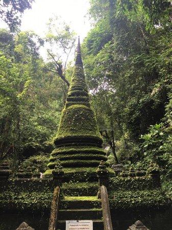 Chanthaburi, Tayland: เจดีย์แห่งนี้ดึงดูดสายตาได้อย่างง่ายดาย
