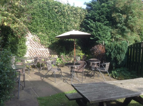 Kettlewell, UK: Relax in our garden and enjoy a Tea or a glass of wine