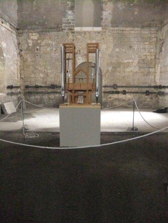John Cage Orgelprojekt: im kargen Innnern, das Instrument