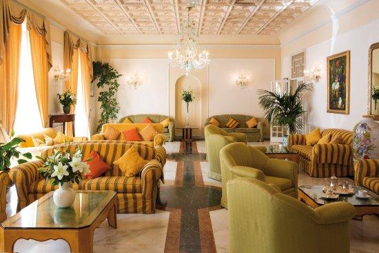 Plaza e De Russie Hotel: Hall
