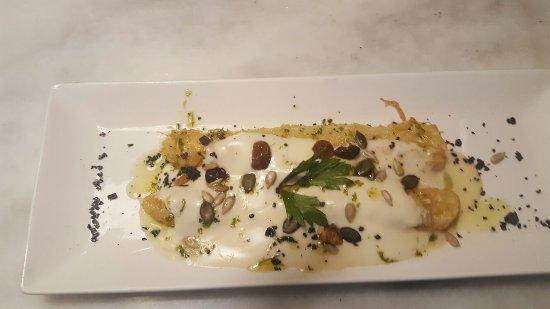 Carinena, Spanje: Espárragos cojonudos gratinados con frutos secos y bechamel