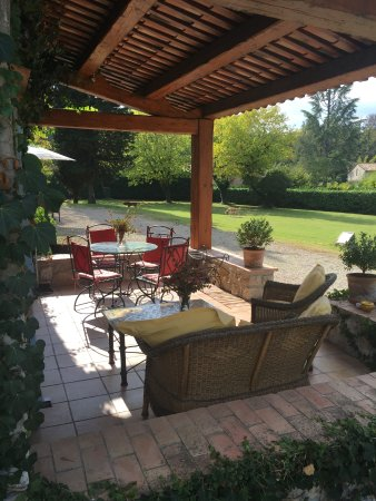 Roquefort-les-Pins, France : terrasse du studio