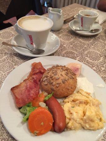 珀德薇姿酒店: 豐富的早餐