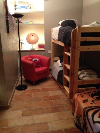 Roquefort-les-Pins, France : chambre enfant appartement deux chambres