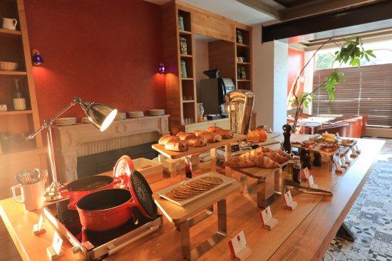 Aurillac, Francia: Petit déjeuner/ Breakfast
