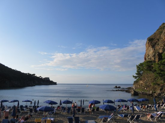 Lacco Ameno, İtalya: the beach; view from the swimming pool
