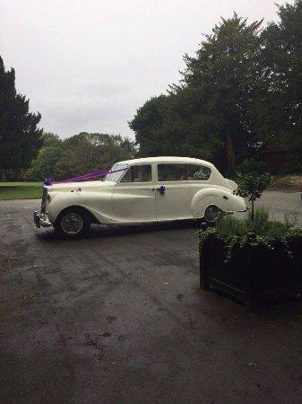 Bramhall, UK: Beautiful grounds - perfect for a beautiful car