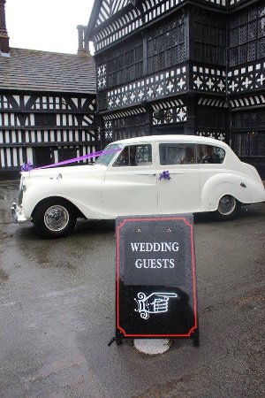 Bramhall, UK: We highly recommend Bramall Hall for weddings
