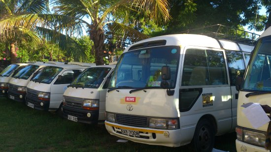 Mtwapa, เคนยา: Arlom Safaris tourist buses