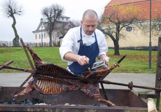 Nyköping, İsveç: Grillning av vildsvin