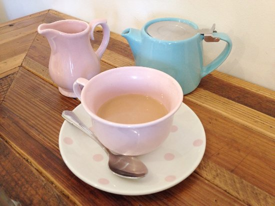 Woodbridge, UK: 'there is an excitingly long list of fresh teas to mull over'