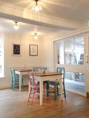 Woodbridge, UK: 'a quiet and nicely furnished place to unwind or chat up with friends'