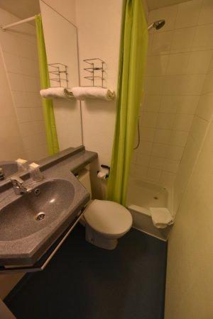 Champforgeuil, Frankrijk: Salle de bain privée dans la chambre