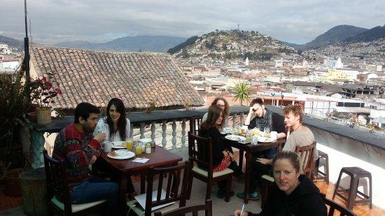 La Guayunga Hostel Quito: TERRAZA VISTA DEL CENTRO HISTORICO DE QUITO