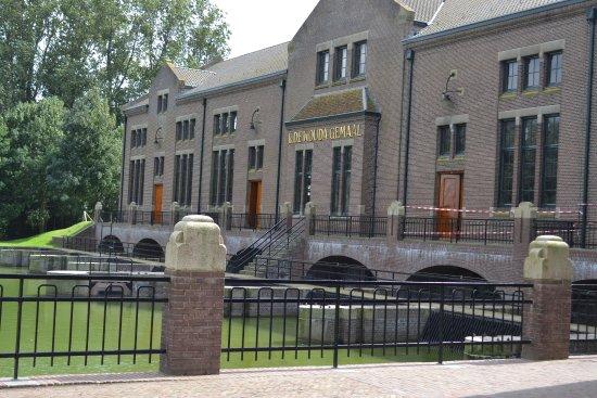 Lemmer, Países Bajos: De voorgevel van het gemaal.